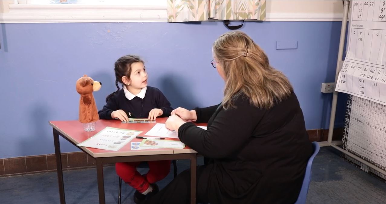 Teaching assistant and child in an individual NELI session